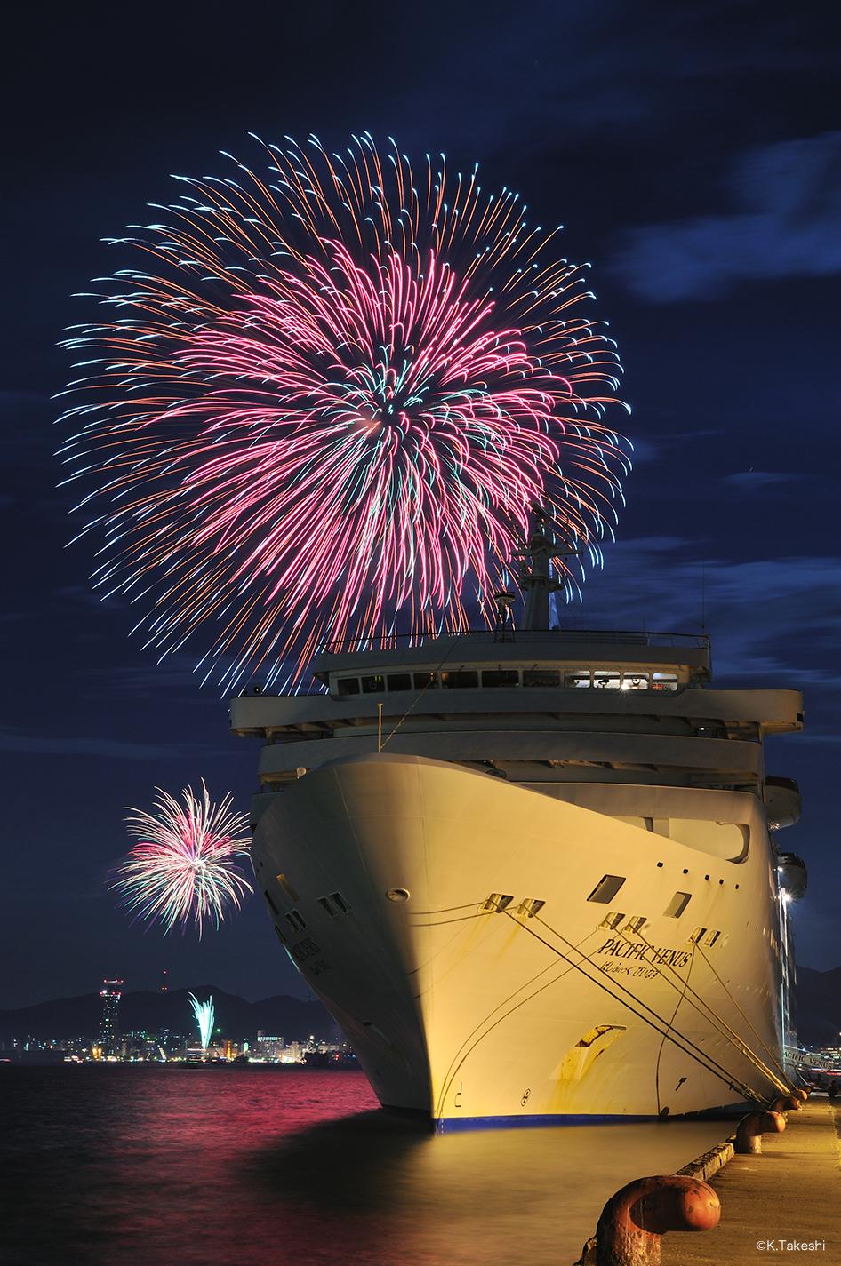 海峡を挟んだ華やかな花火の競演、関門海峡花火大会。[関門海峡花火 ...